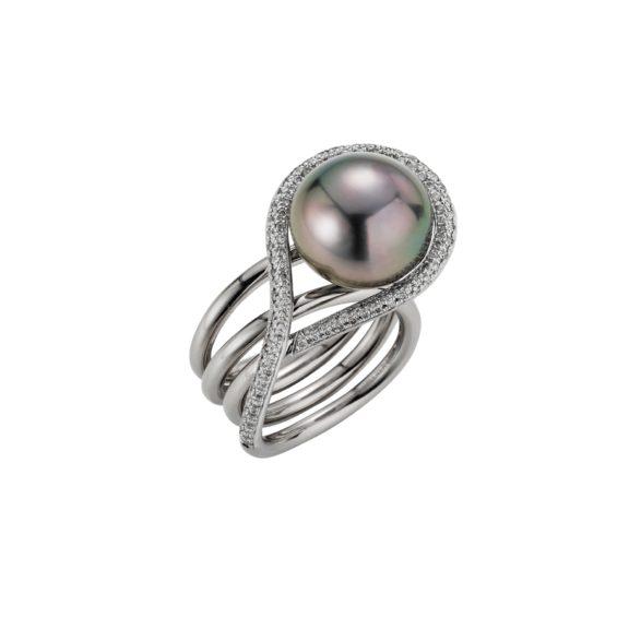 Ring aus Weißgold mit Tahiti-Zuchtperle und Diamanten