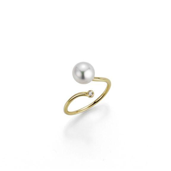 Ring aus Gelbgold mit Zuchtperlen und Diamant