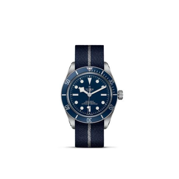 Tudor Black Bay Fifty-Eight mit Edelstahlgehäuse und Textilband und blauem Zifferblatt