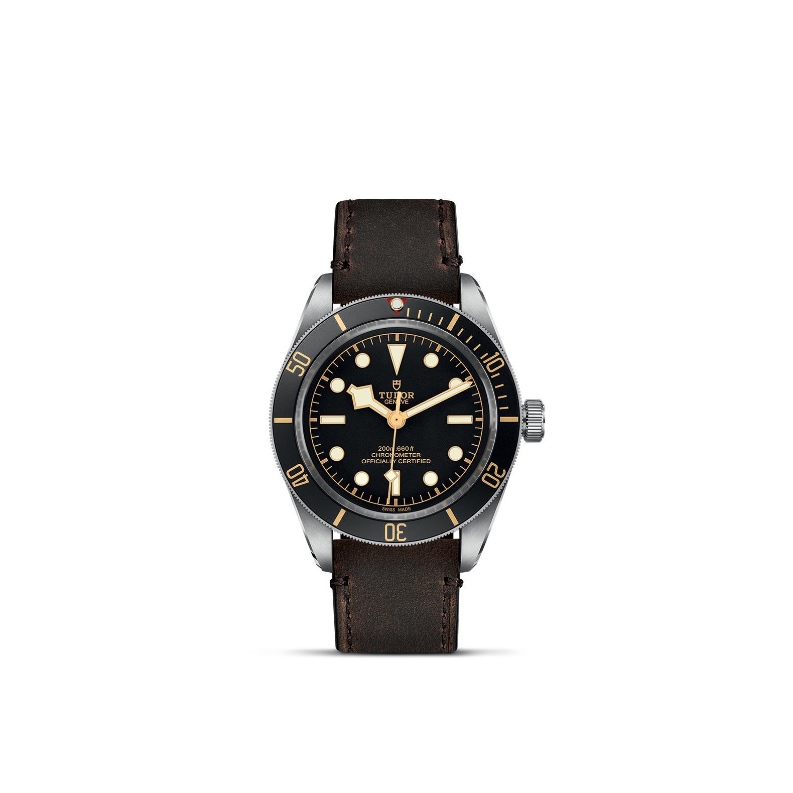 Tudor Black Bay Fifty-Eight mit Edelstahlgehäuse und Lederband und schwarzem Zifferblatt