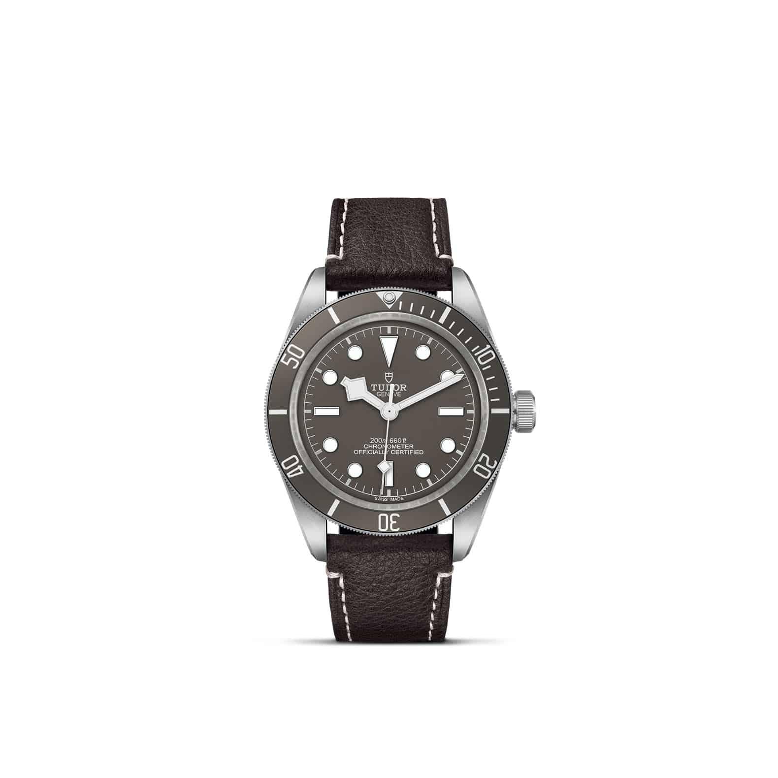 Tudor Black Bay Fifty-Eight 925 mit Gehäuse aus Silber und Lederband und taupefarbenem Zifferblatt